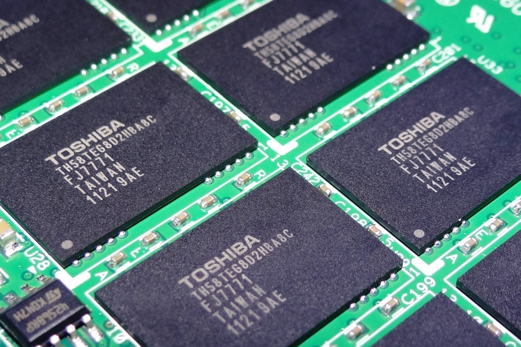 Western Digital set to buy Toshiba's chip business