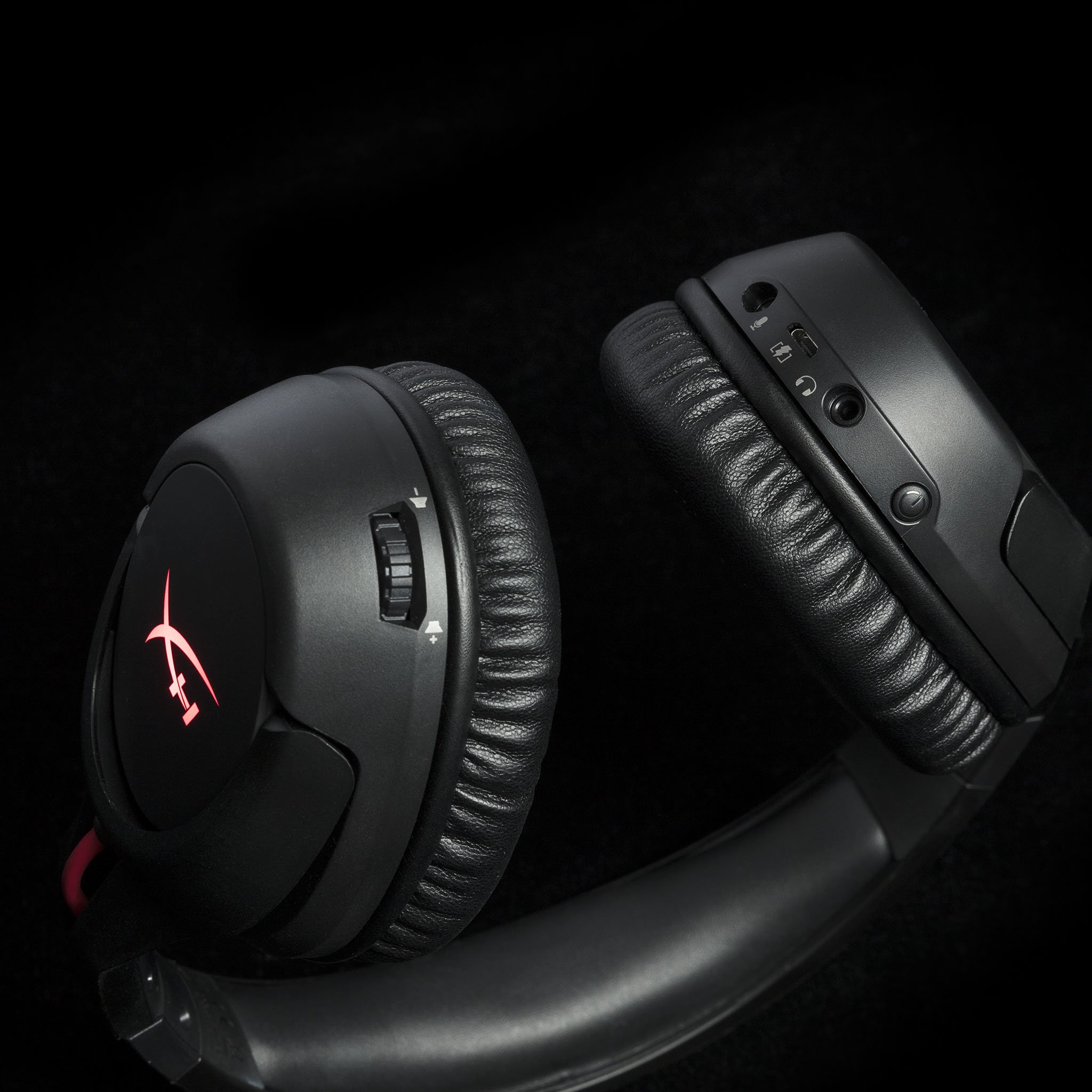 hx product headset cloud flight controls 3 zm lg REVIEW: HyperX Cloud Flight Loses The Wire, Adds Comfort & Long Life