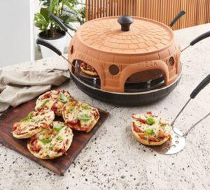 mini pizza maker and pizzas 300x272 ALDI Unveil $100 All In One Pizza Maker