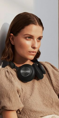 %name Voice Assistant Update For $400 B&O Headphones