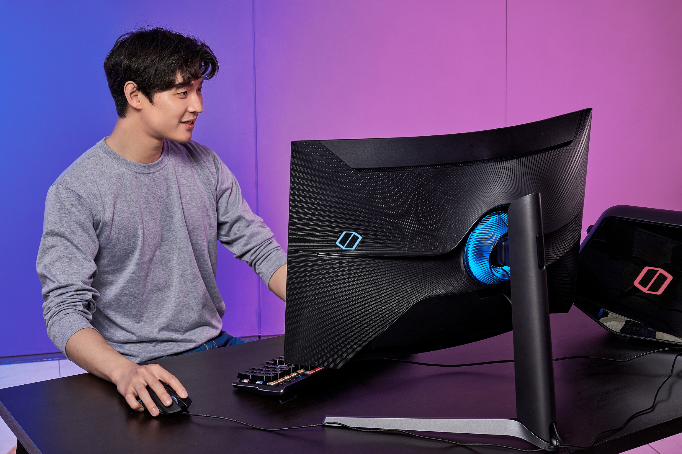 Odyssey G7 dl5 Samsung Launch World First 1000R Curved Gaming Monitor