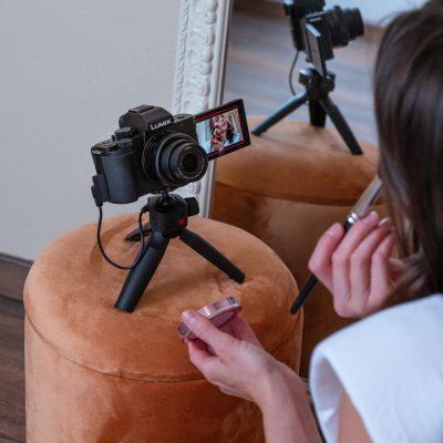 vlogging video camera