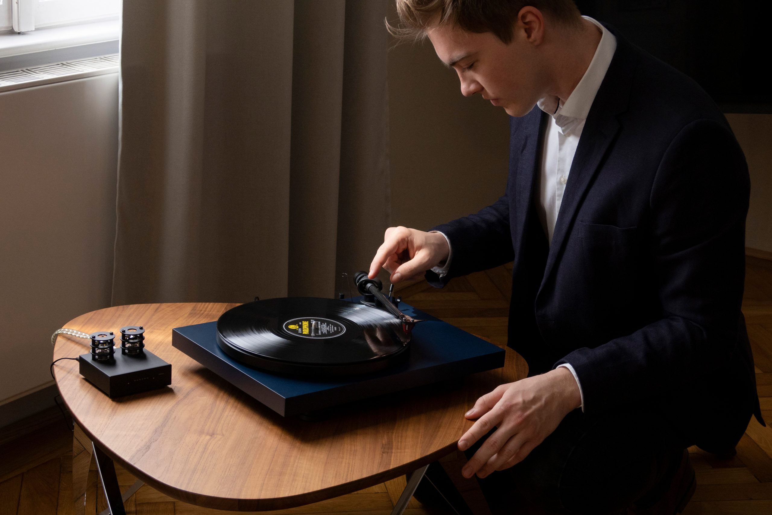 PJ Debut Carbon EVO lifestyle 3 scaled Interdyn Announce Release Of Pro Ject Debut Carbon Evo Turntable